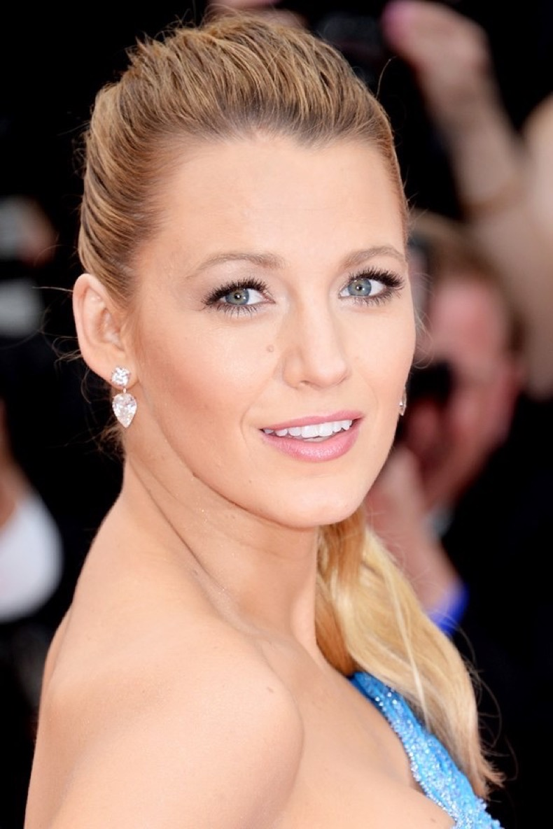 blake-lively-beauty-2-vogue-16may16-getty_b_592x888