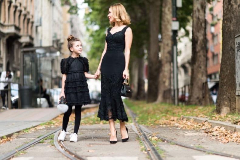 fall-wedding-black-lace-dress-milan-fashion-week-elle-640x426