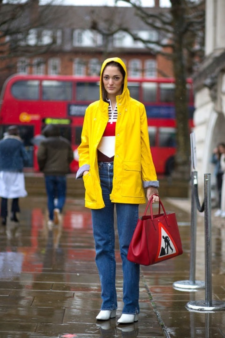 hbz-street-style-trends-fun-bags-06