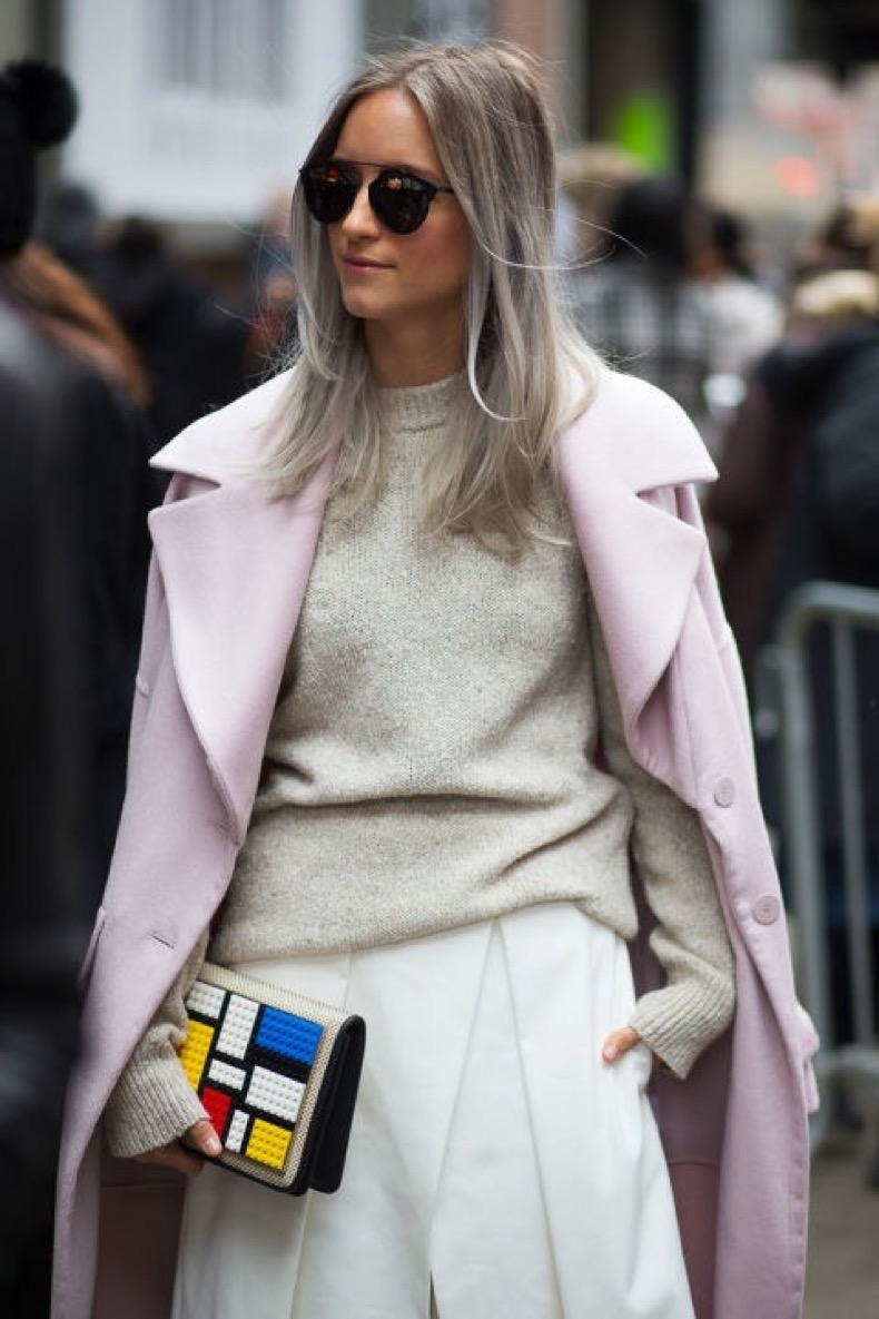 hbz-street-style-trends-fun-bags-08