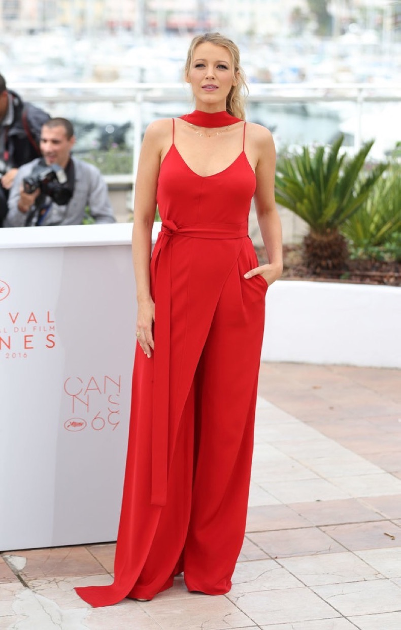 her-first-photocall-Blake-Lively-selected-bright-red-Juan
