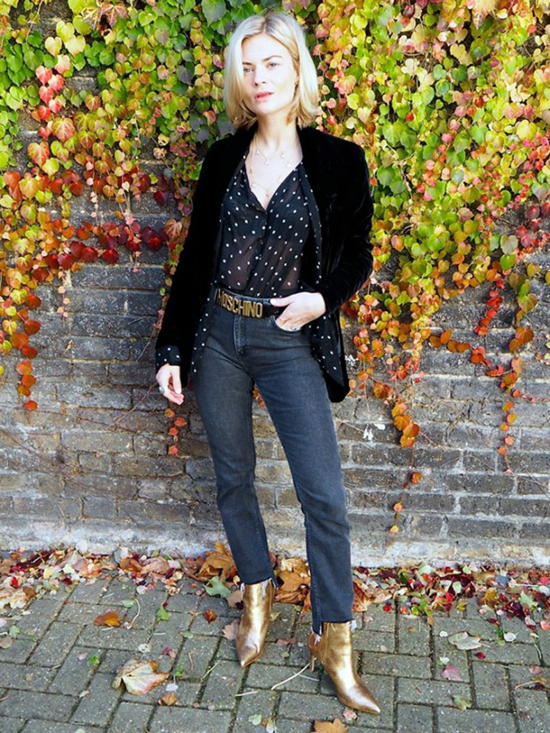 high-waisted-mom-jeans-polka-dot-sheer-blouse-gold-booties-frayed-denim-moschino-belt-velvet-bblazer-date-night-night-out-going-out-outfit-via-pandora-sykes