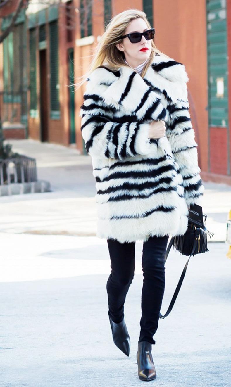 joanna-hillman-striped-fur-coat-black-skinnies-chelsea-boots-vias-style-du-onde