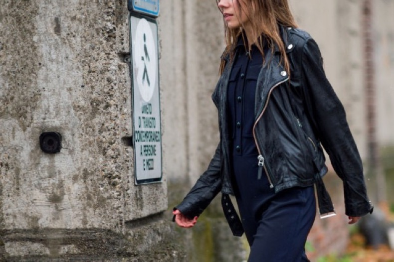 navy-jumpsuit-black-leather-moto-jacket-black-and-navy-fall-otufits-milan-fashion-week-street-style-via-elle.com_-640x426