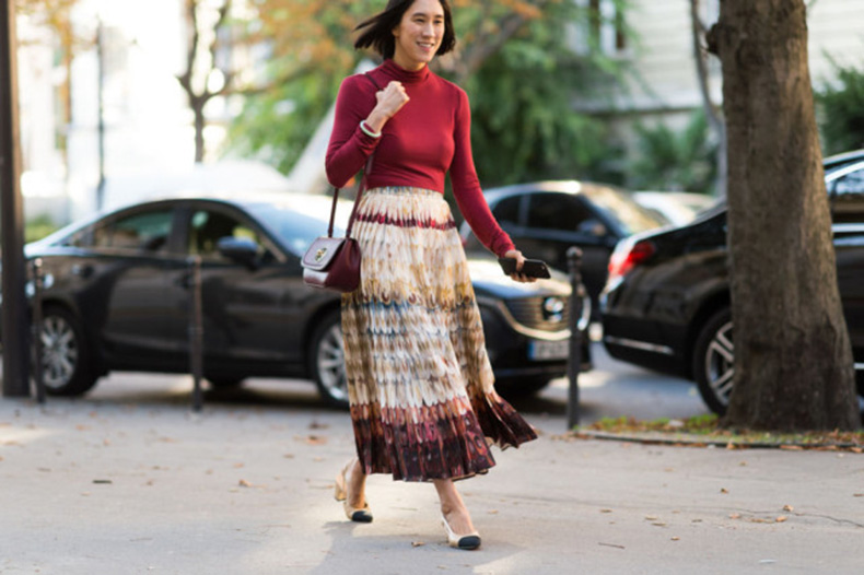 paris-fashion-week-street-style-elle-maxi-skirt-turtleneck-eva-chen-block-heels-loafer-heels-printed-skirt-boho-prints-640x426