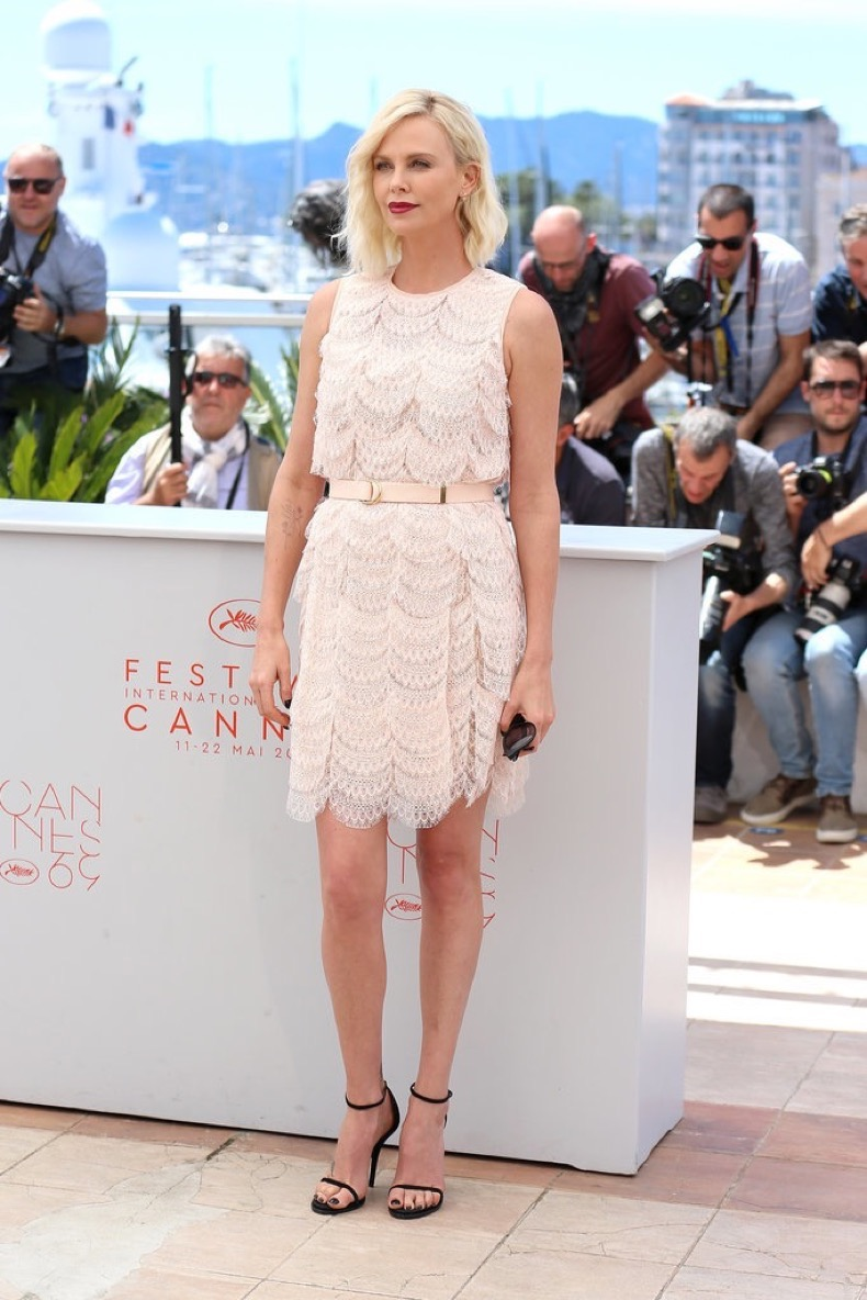 photo-call-Last-Face-Charlize-Theron-went-pink