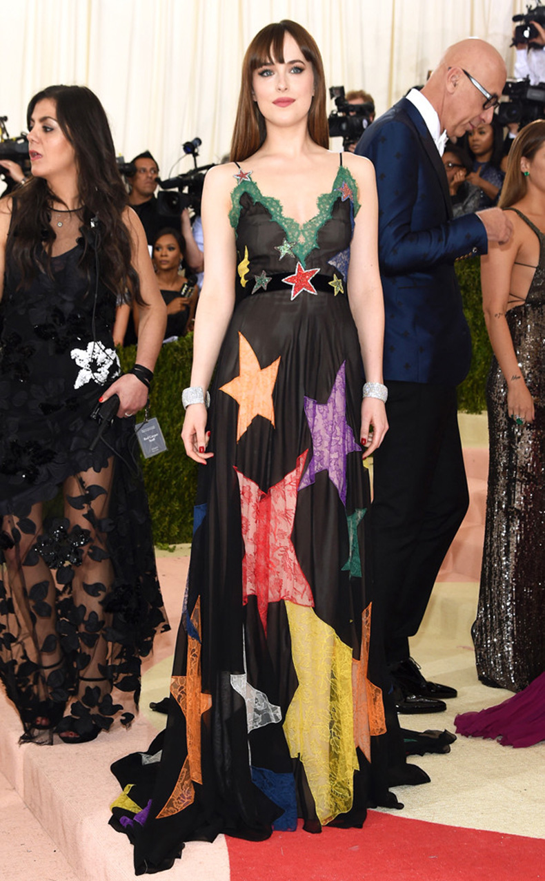 rs_634x1024-160502193356-634-MET-GALA-Arrivals-Dakota-Johnson.ms.50216