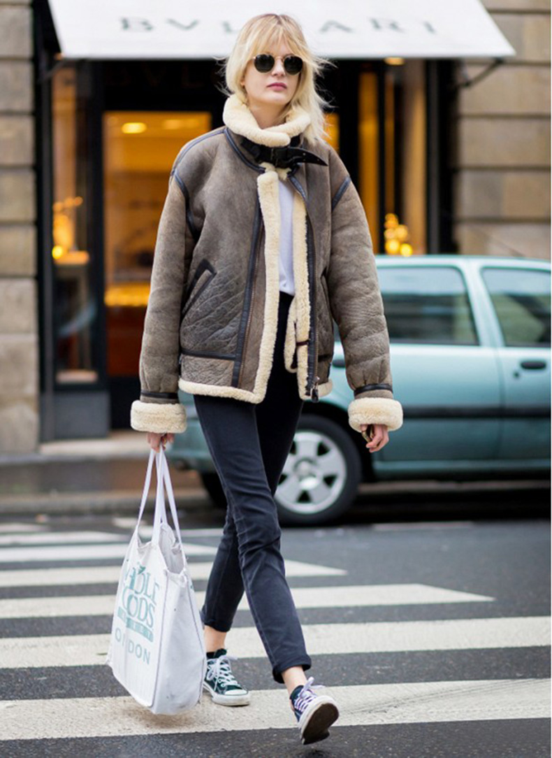 shearling-jacket-convers-senakers-rolled-jeans-fall-weekend-grocery-shopping-style-du-monde