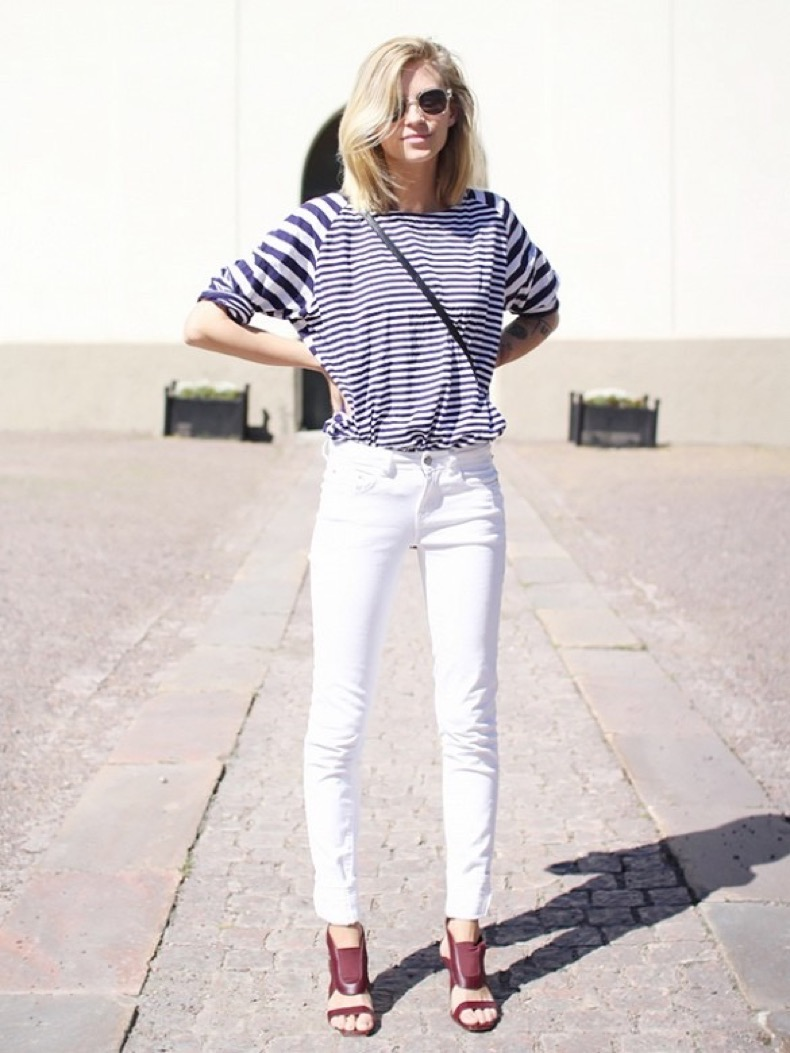 summer-weekend-outfit-striped-tee-stripes-white-jeans-denim-sandals-casual-via-the-fashion-eaters