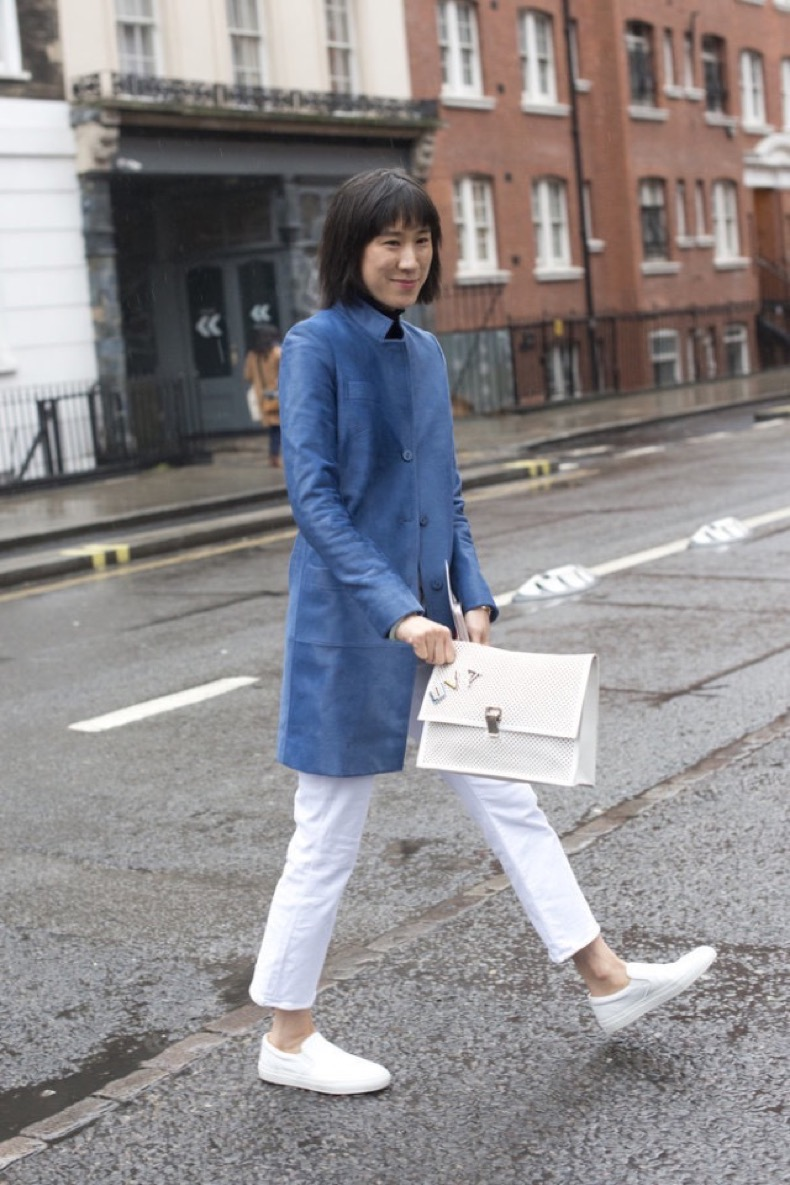white-jeans-in-winter-whte-slip-on-sneakers-white-sneakers-blue-coat-black-turtleneck-work-eva-chen-work-lfw-street-style-psuk-getty-640x960