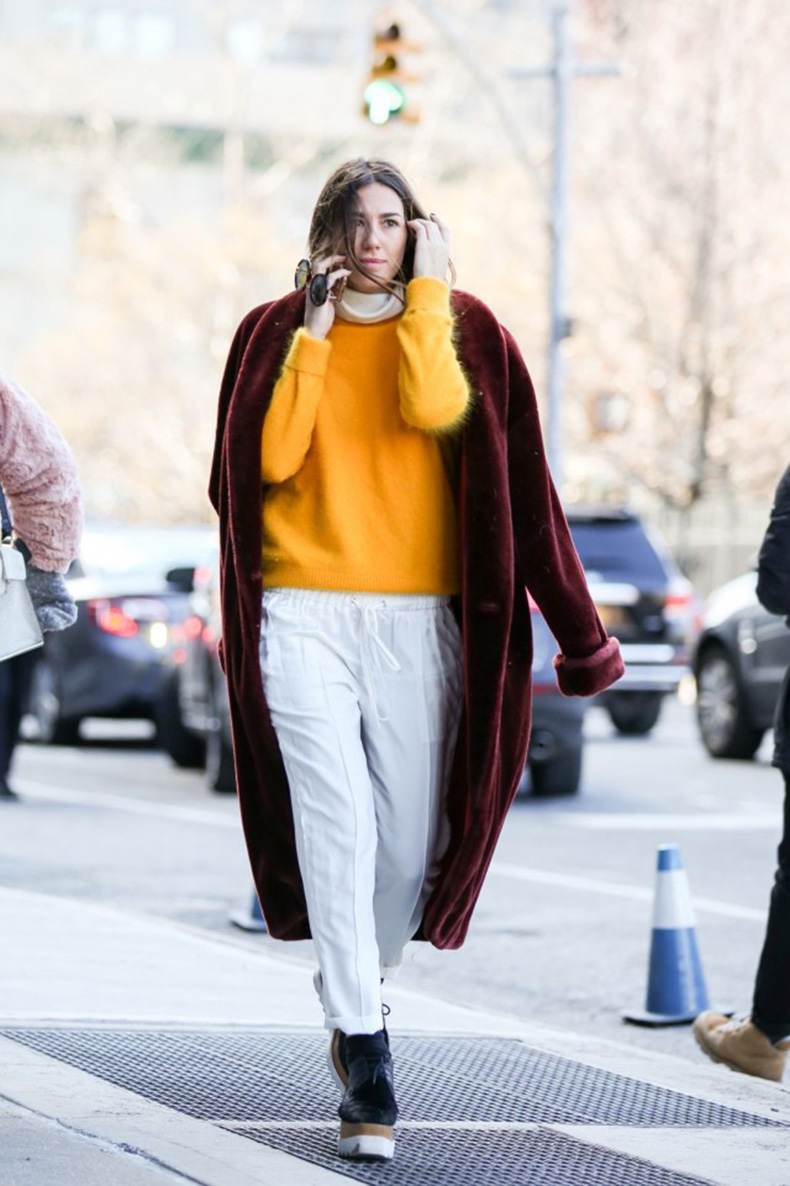 winter-layers-yellow-sweater-white-pants-joggers-creepers-platform-oxfords-burgundy-velvet-furry-coat-witner-work-outfit-what-to-wear-when-its-freezing-nyfw-street-style-ref29-640x961