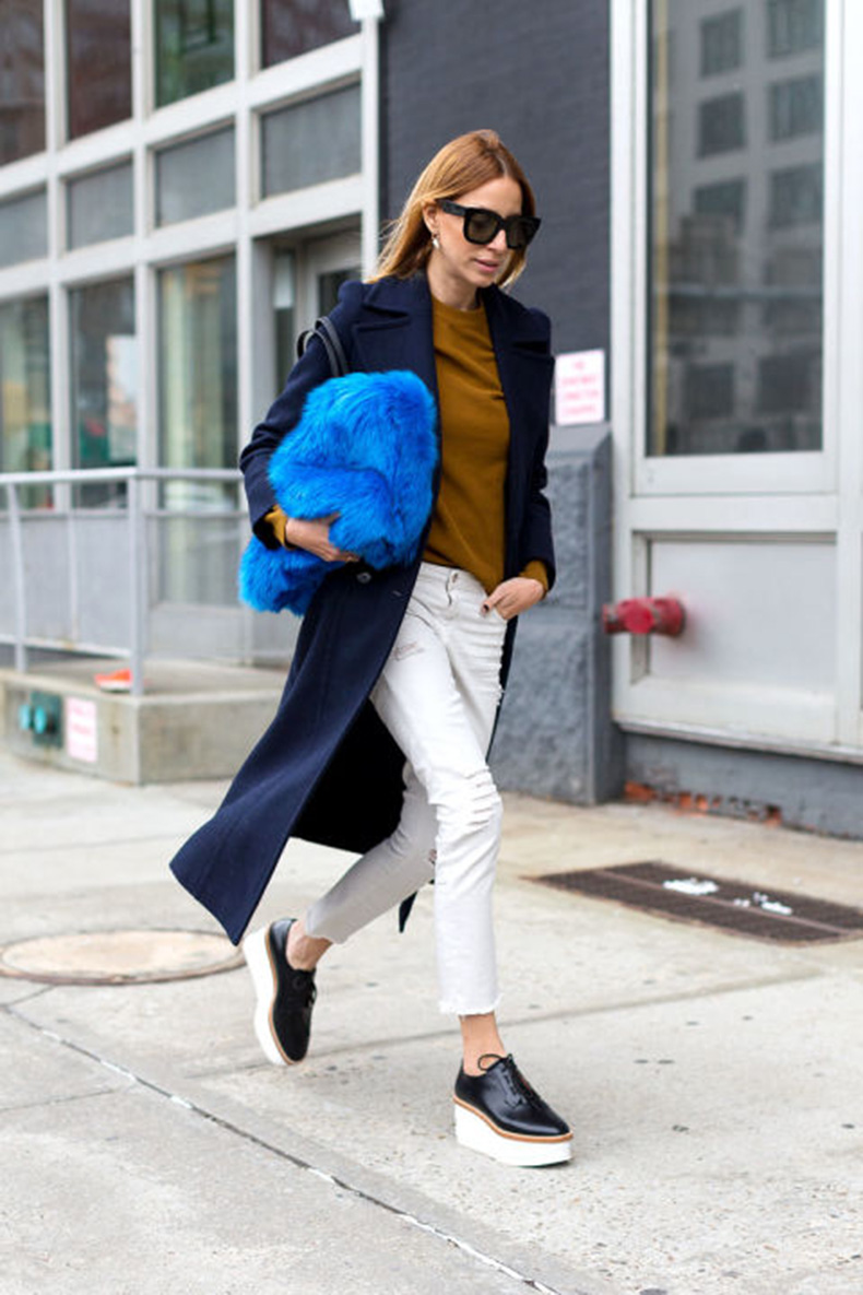 work-weeekend-outfit-green-platform-loafers-creepers-fur-bag-colored-fur-navy-coat-white-jeans-in-winter-winter-whites-hbz-nyfw-street-style