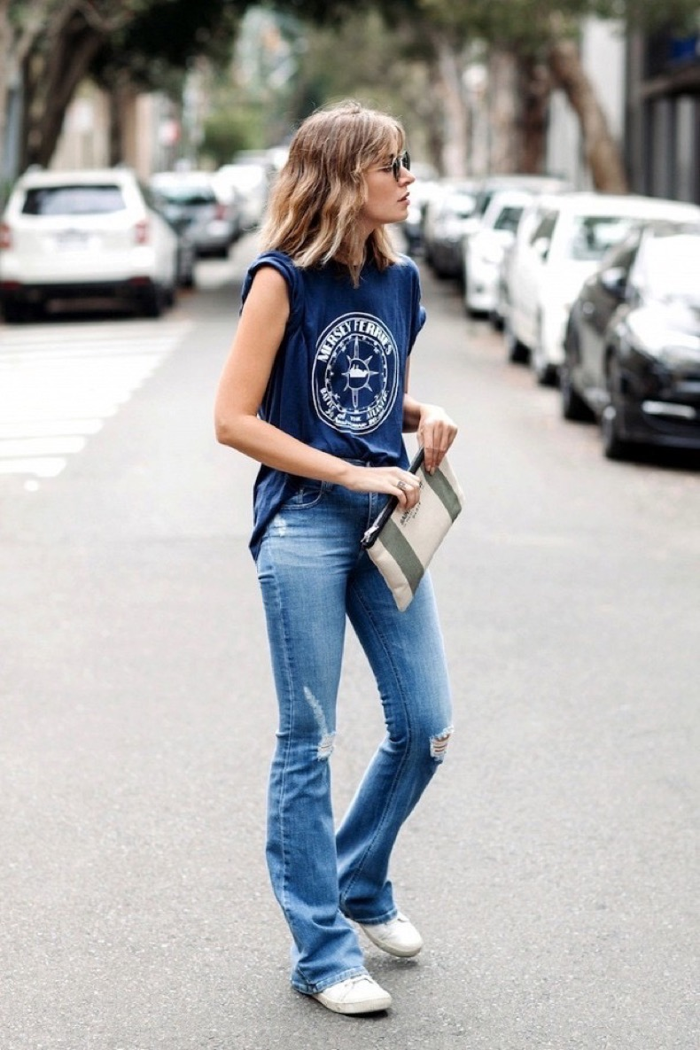 would-you-wear-flared-jeans-with-sneakers-1778222-1463901134.640x0c