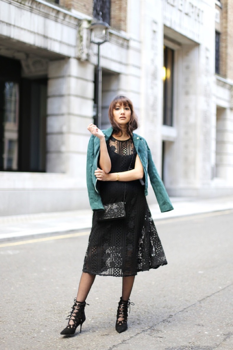 1-anoushka-probyn-london-uk-fashion-blogger-valentines-outfit-forever-21-dress-green-suede-jacket-zara-683x1024