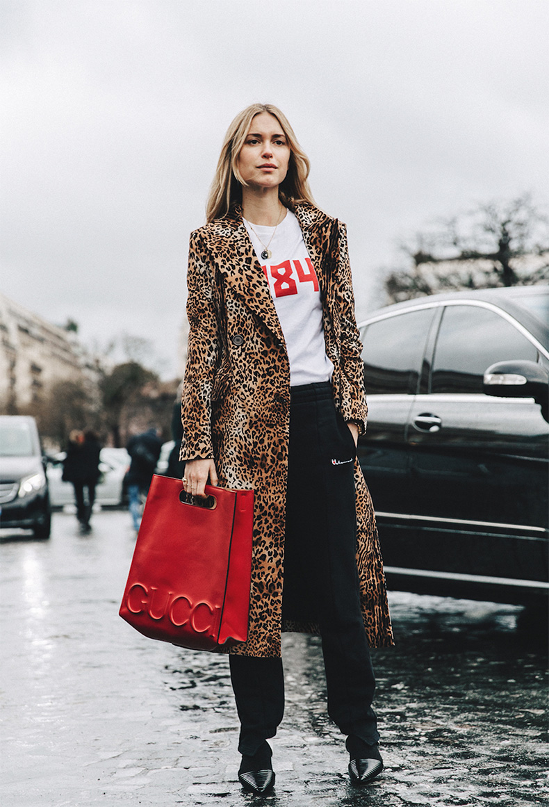 18.PFW-Paris-Fashion-Week-Fall-2016-Street_Style-Collage-leopard-trend-oracle-fox