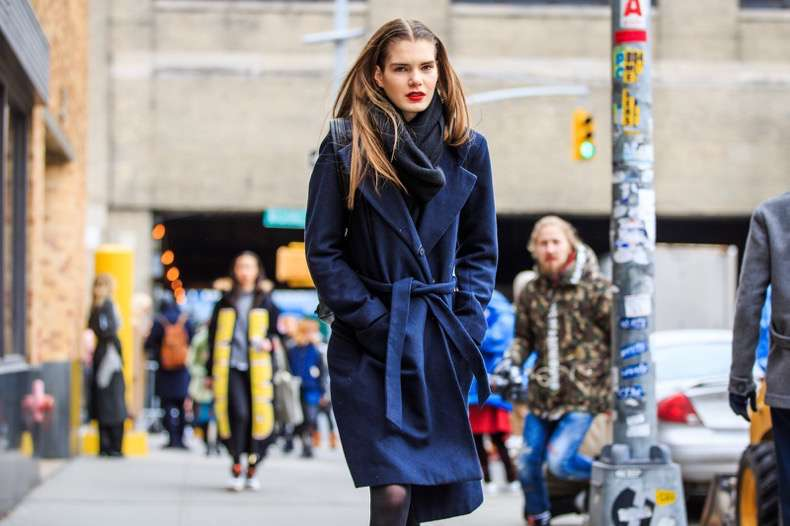 atmosphere details, AUTUMN WINTER 2016-2017, AW 16-17, belted coat, black scarf, blue coat, detail, fashion week, frenchystyle, FW, FW 16-17, horizontal, jonathan paciullo, model, navy jacket, NEW YORK, NYFW, red lips, street style, woman