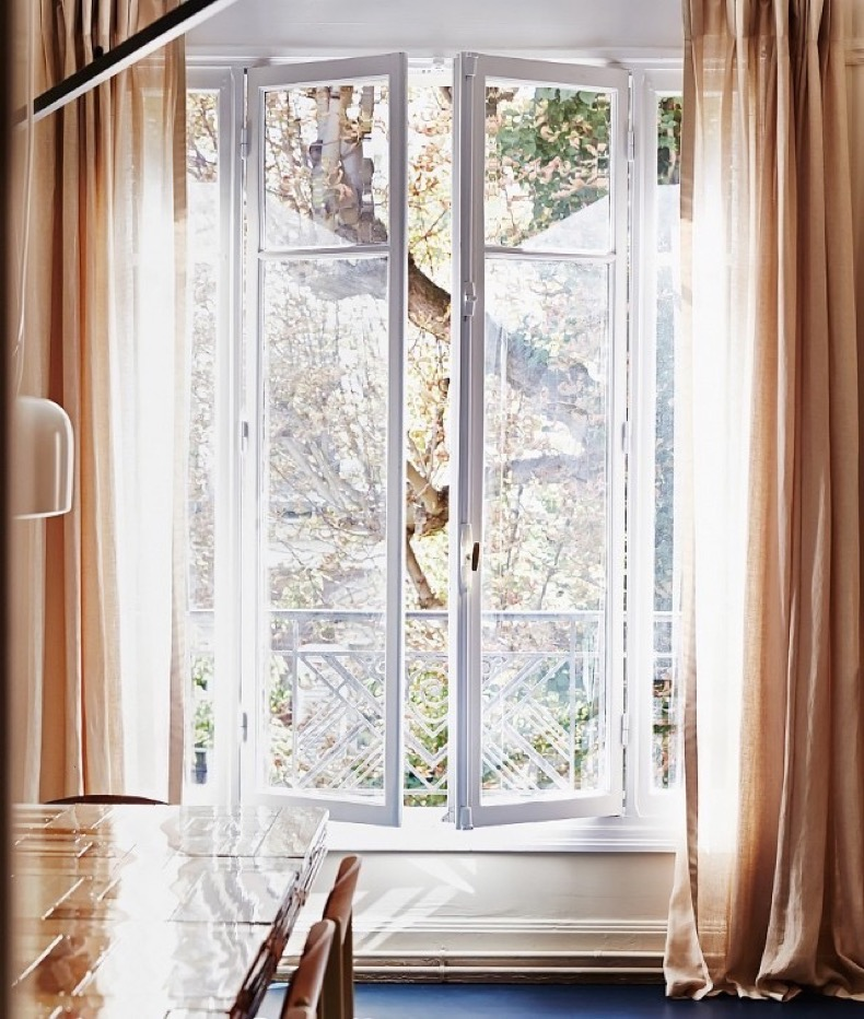 9-must-know-rules-for-hanging-curtains-and-shades-1648612-1454777872.640x0c