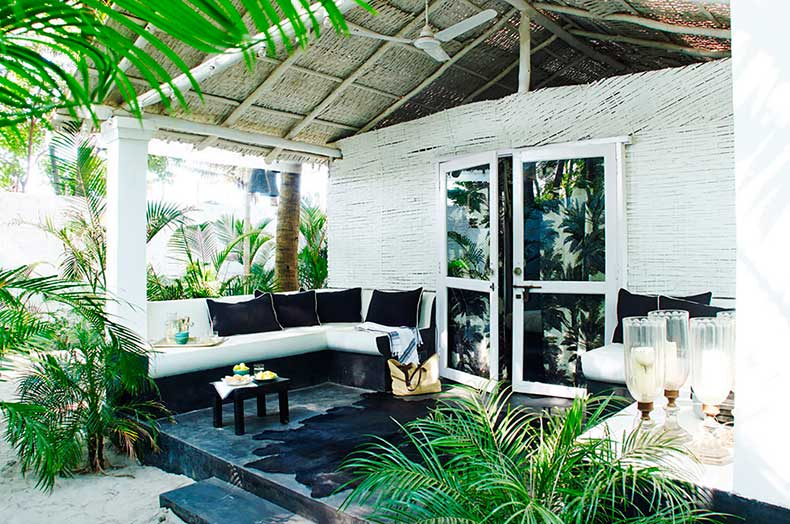 Ferns_courtyard_white_boho