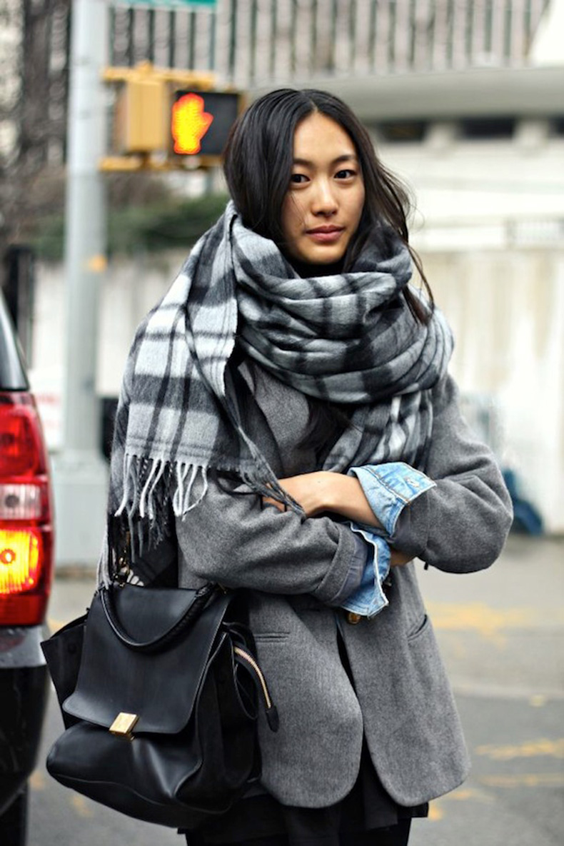 STREET-STYLE-COZY-PLAID-SCARVES-1