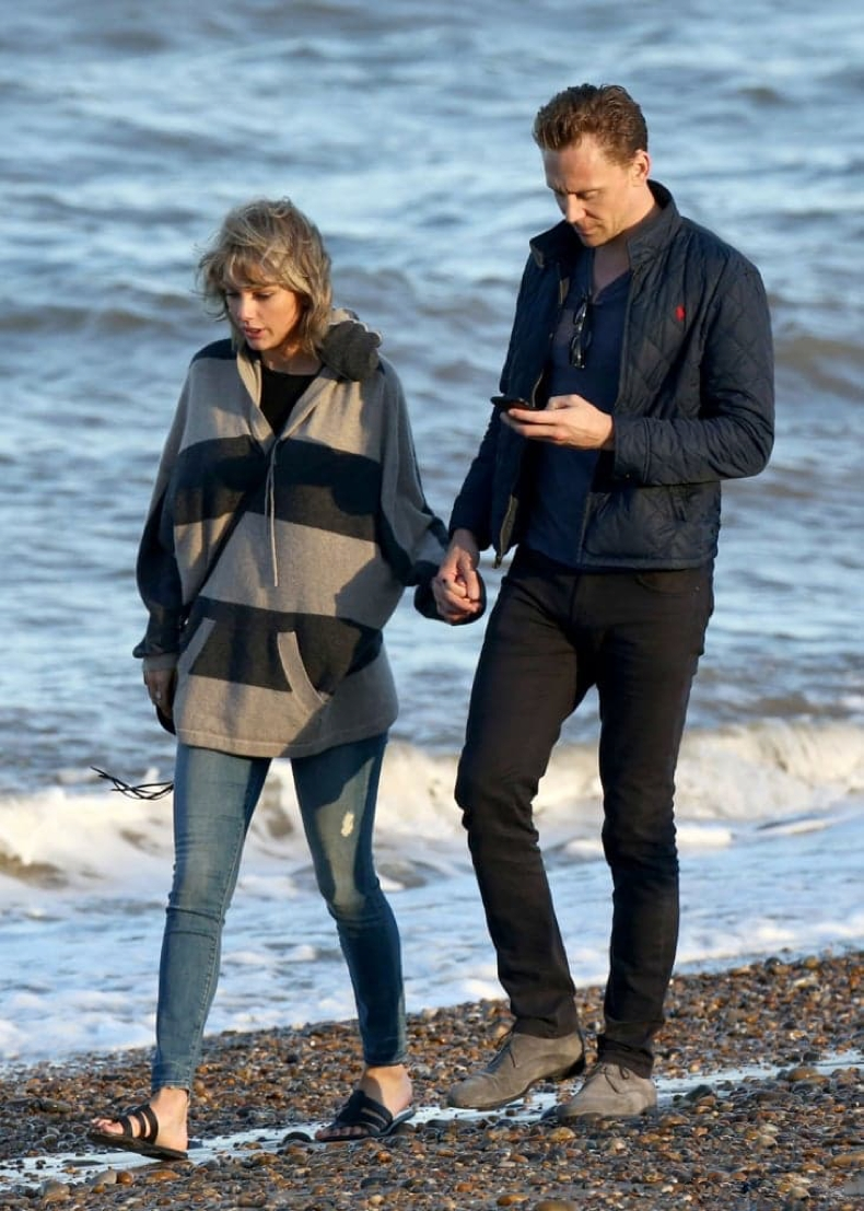Taylor-Swift-Tom-Hiddleston-His-Mom-UK (1)