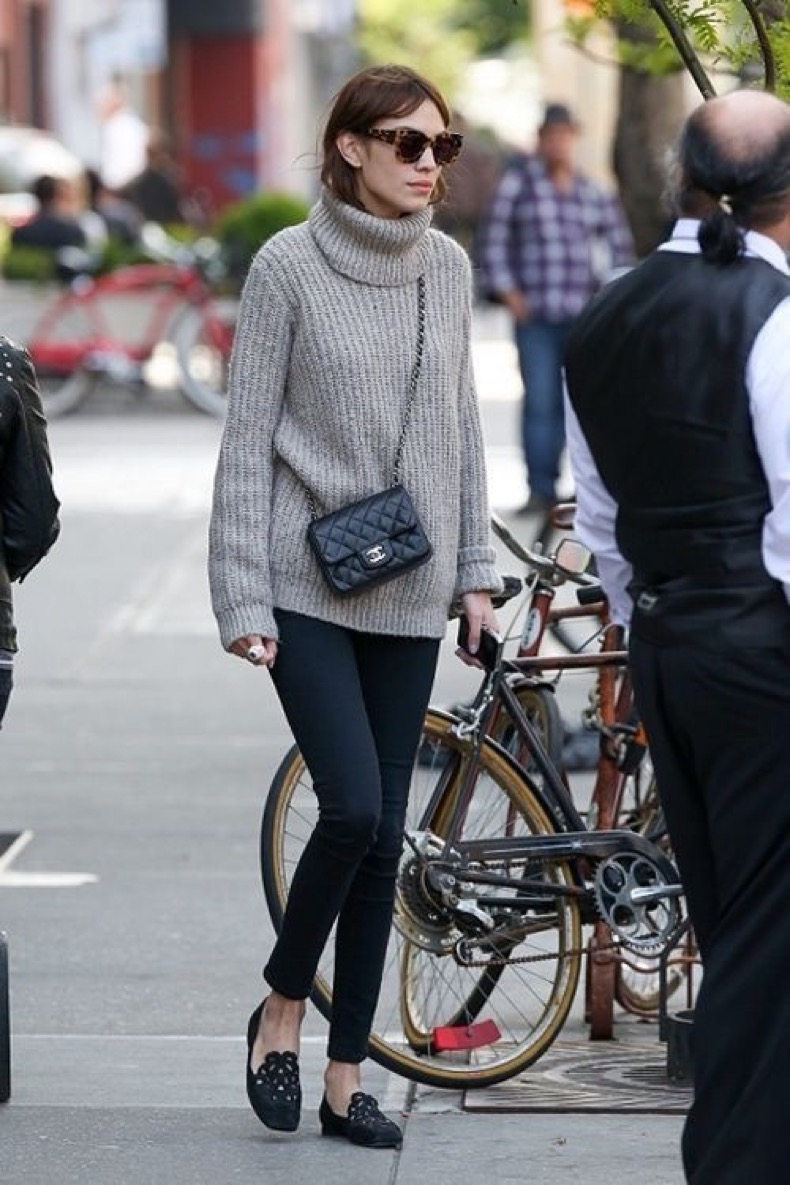 alexa-chung-turtleneck-sweater-black-skinnies-loafers-via-toovia.com_