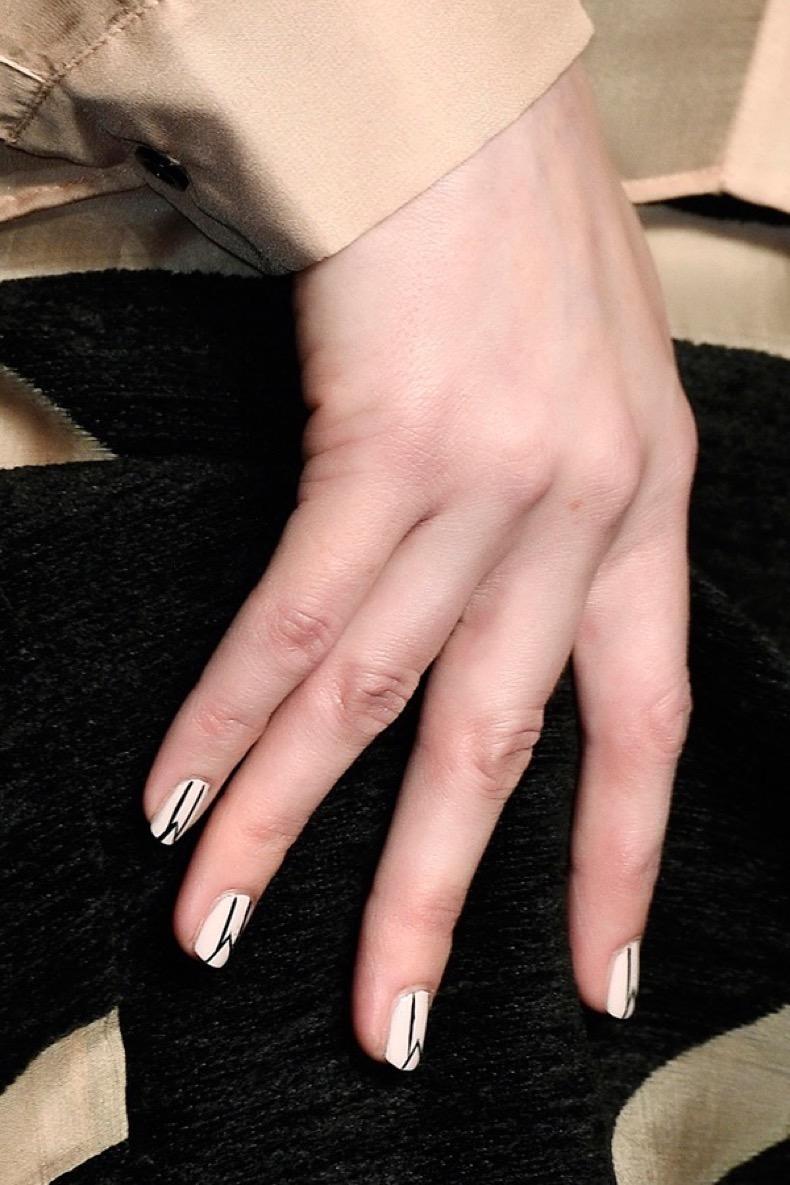 black-lines-minimalist-nail-art