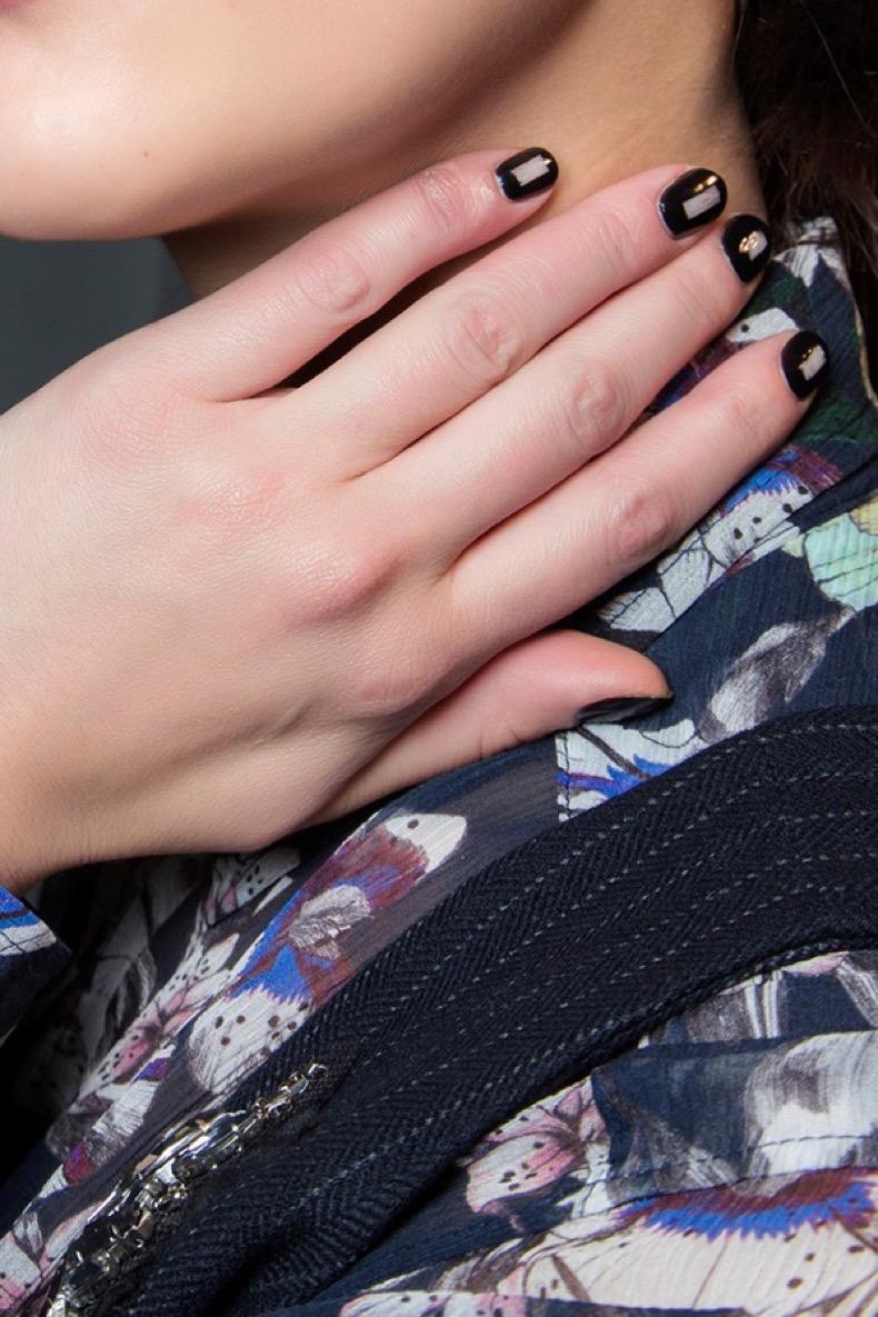 black-rectangle-minimalist-nail-art