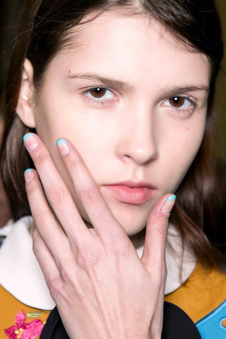 blue-tips-minimalist-nail-art
