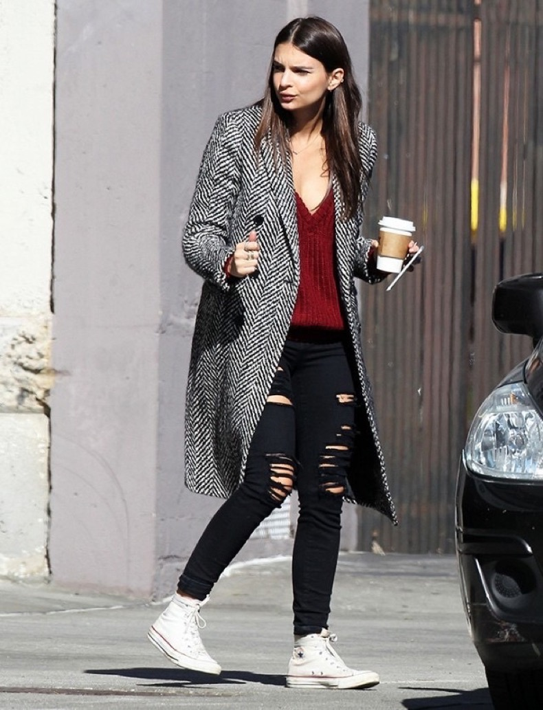 celebrities-are-obsessed-with-these-old-school-sneakers-1794925-1465239796.640x0c