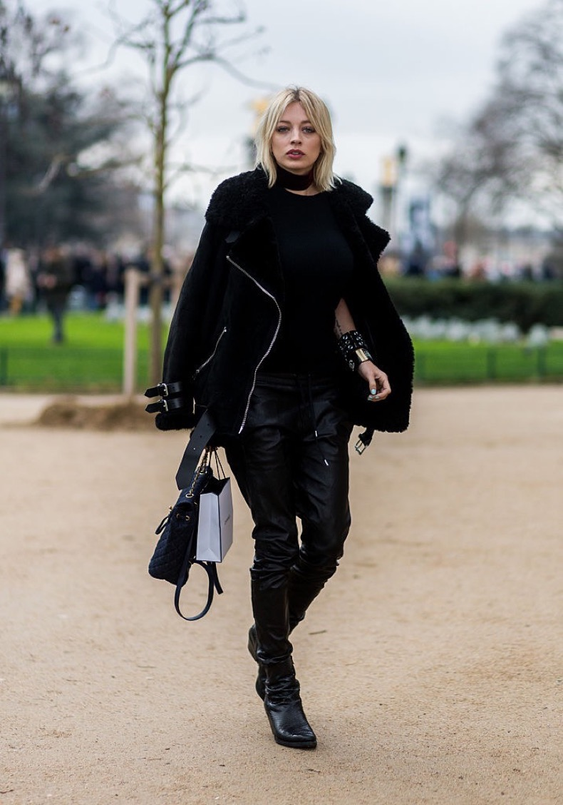 PARIS, FRANCE - January 26: Fashion blogger Caroline Vreeland wearing Chanel outside Chanel during the Paris Fashion Week -Haute Couture- Spring/Summer 2016 on January 26, 2016 in Paris, France. (Photo by Christian Vierig/Getty Images)