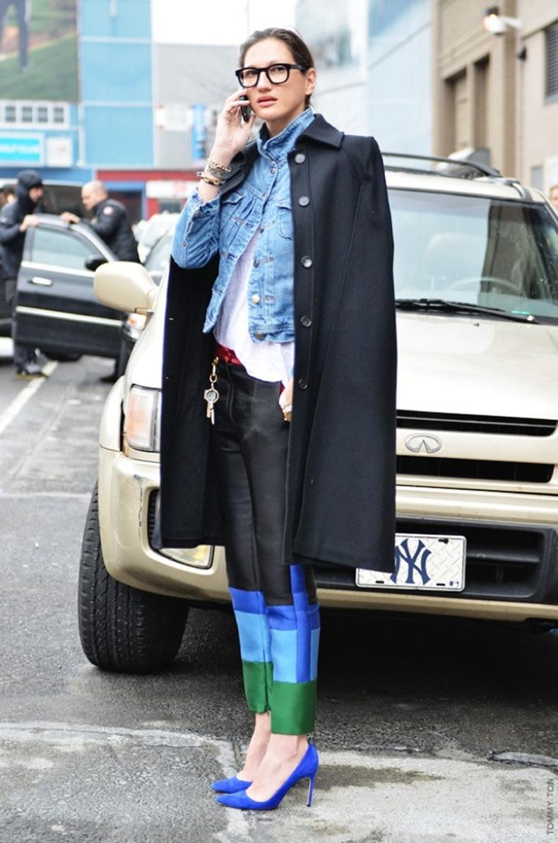 jenna-lyons-j-crew-street-style-fashion-week-tommy-ton-jak-jil-new-york-celine-colorblock-pants-trousers-colbalt-heels-denim-jean-jacket-coat-over-the-shoulders-basic-tee-tshirt-black-th