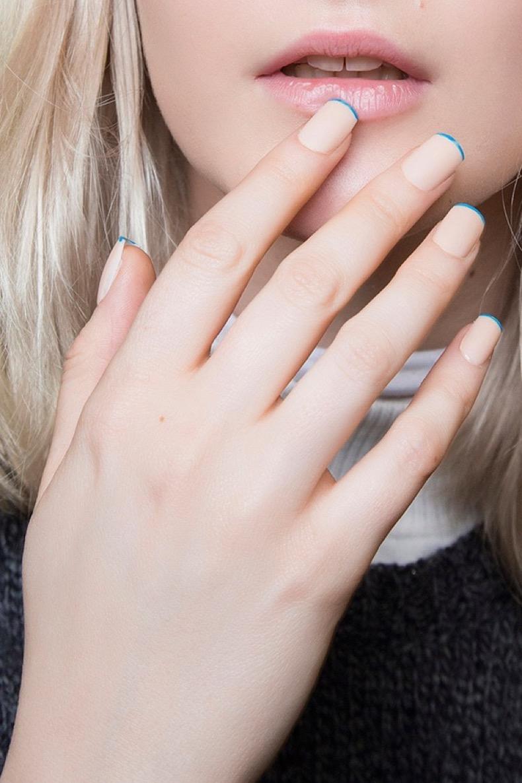 nude-blue-tips-minimalist-nail-art