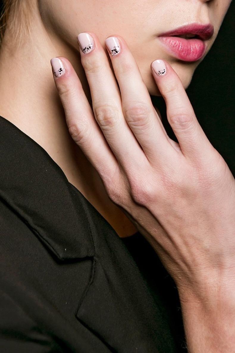 nude-silver-sparkle-minimalist-nail-art