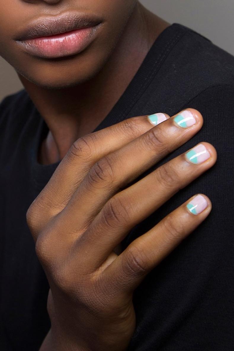 pink-and-blue-minimalist-nail-art