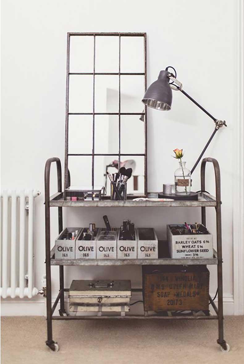 pinterst-portrait-iron-shelf