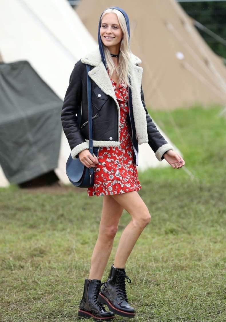 poppy-delevingne-2016glastonbury-day1-floraldress