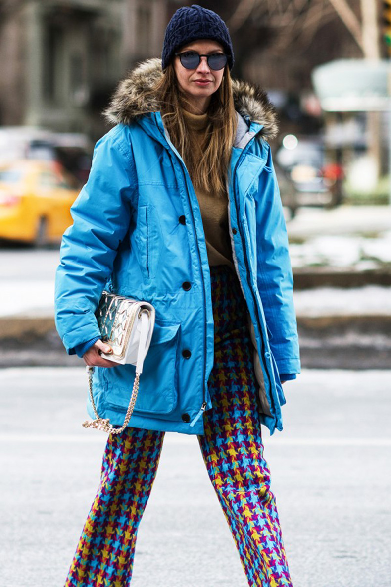 printed-pants-and-blue-parka-street-style-600x900