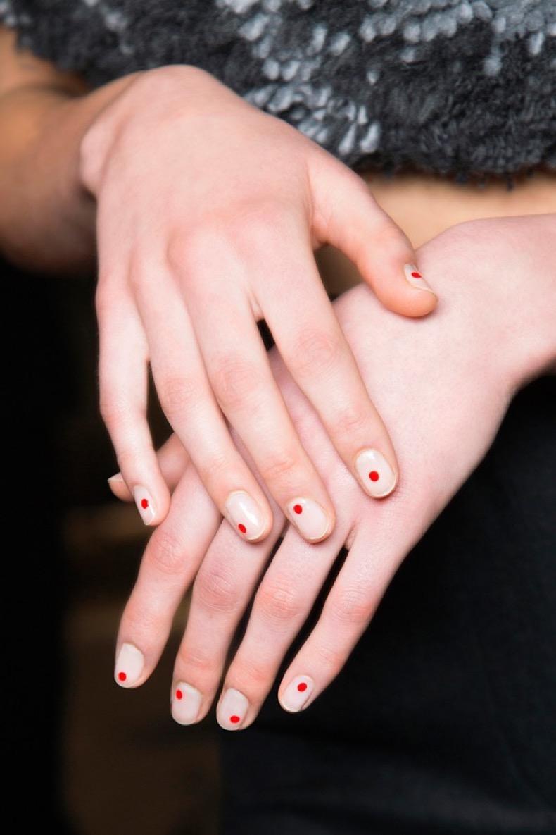 red-dot-minimalist-nail-art