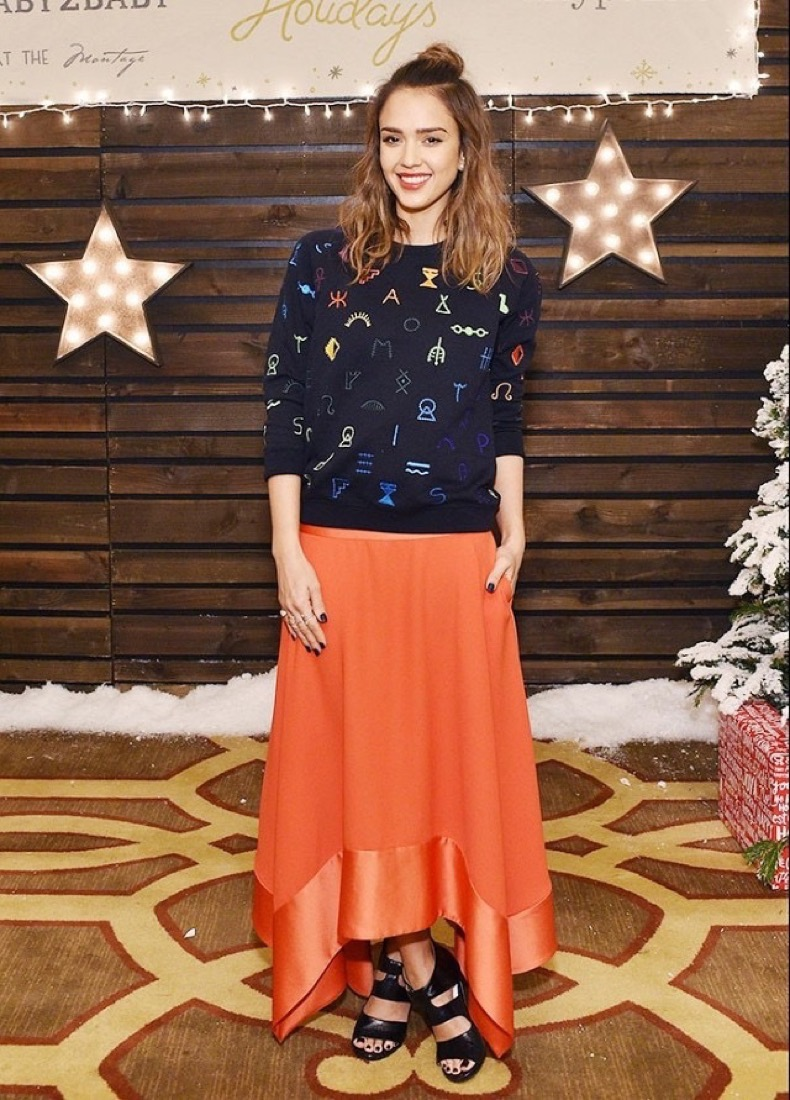 shop-the-playful-sweatshirt-jessica-alba-loves-1598125-1450230172.640x0c