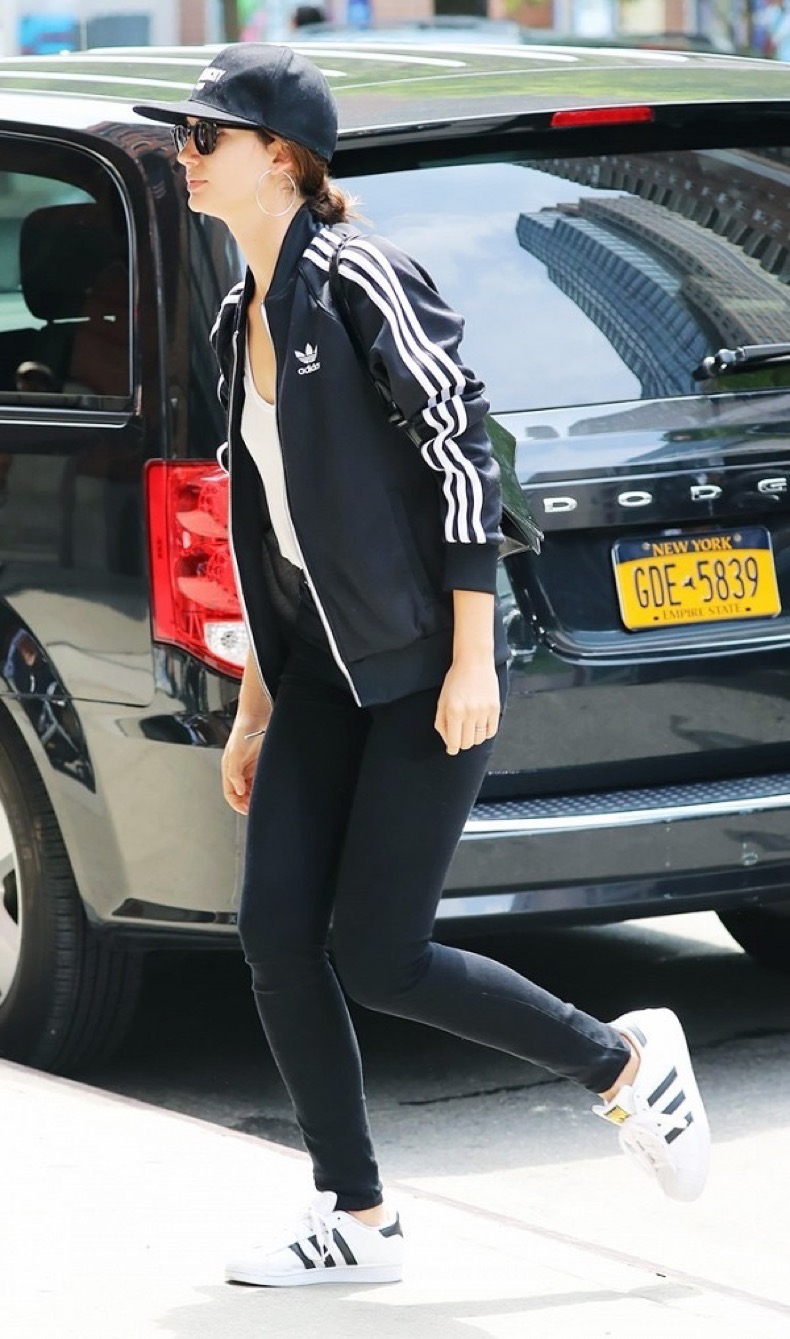 the-sneaker-styles-all-the-models-are-wearing-1816552-1466756987.600x0c