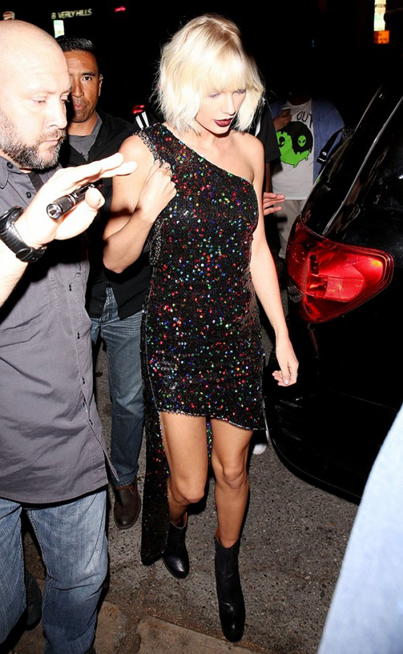 we-need-to-talk-about-the-new-era-of-taylor-swifts-style-1779484-1464019435.600x0c