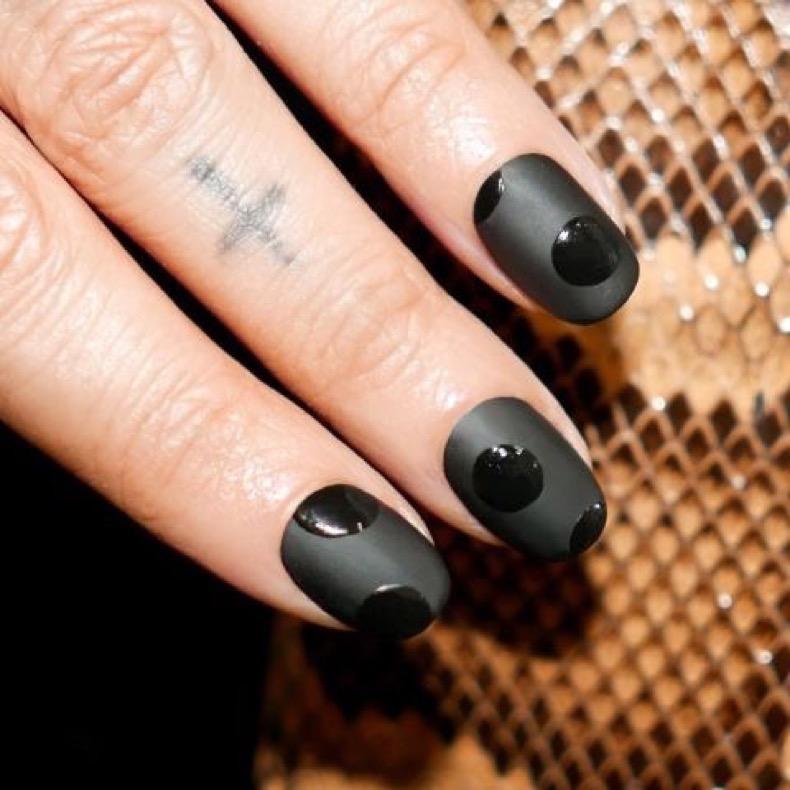 1469219021-elle-matte-nails-alicia