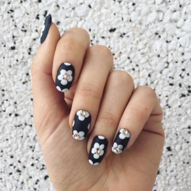 1469219025-elle-matte-nails-jessica