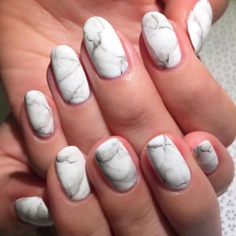 1469219026-elle-matte-nails-rose-b-marble