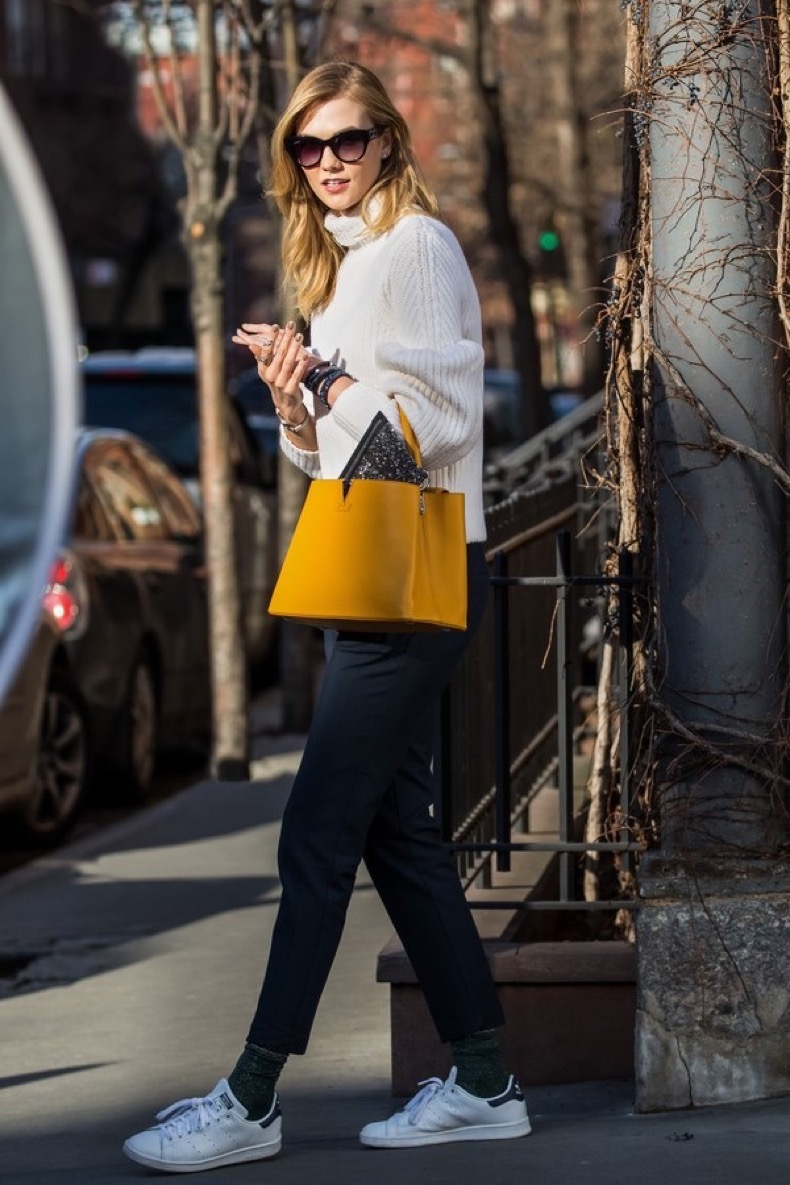 06 Feb 2016, New York City, New York State, USA --- EXCLUSIVE: Karlie Kloss looks casual chic and carries fierce Louis Vuitton orange bag during a photo shoot in West Village in New York City. Pictured: Karlie Kloss --- Image by © Allan Bregg/Splash News/Corbis