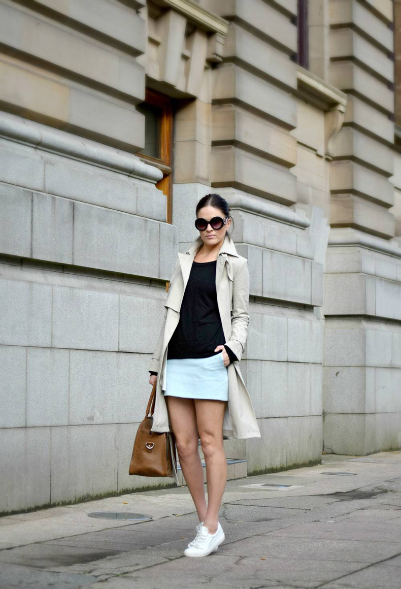 Beige-Trench-with-trainers-Secret-little-Stars-Street-style-casual-look3-1000x1468