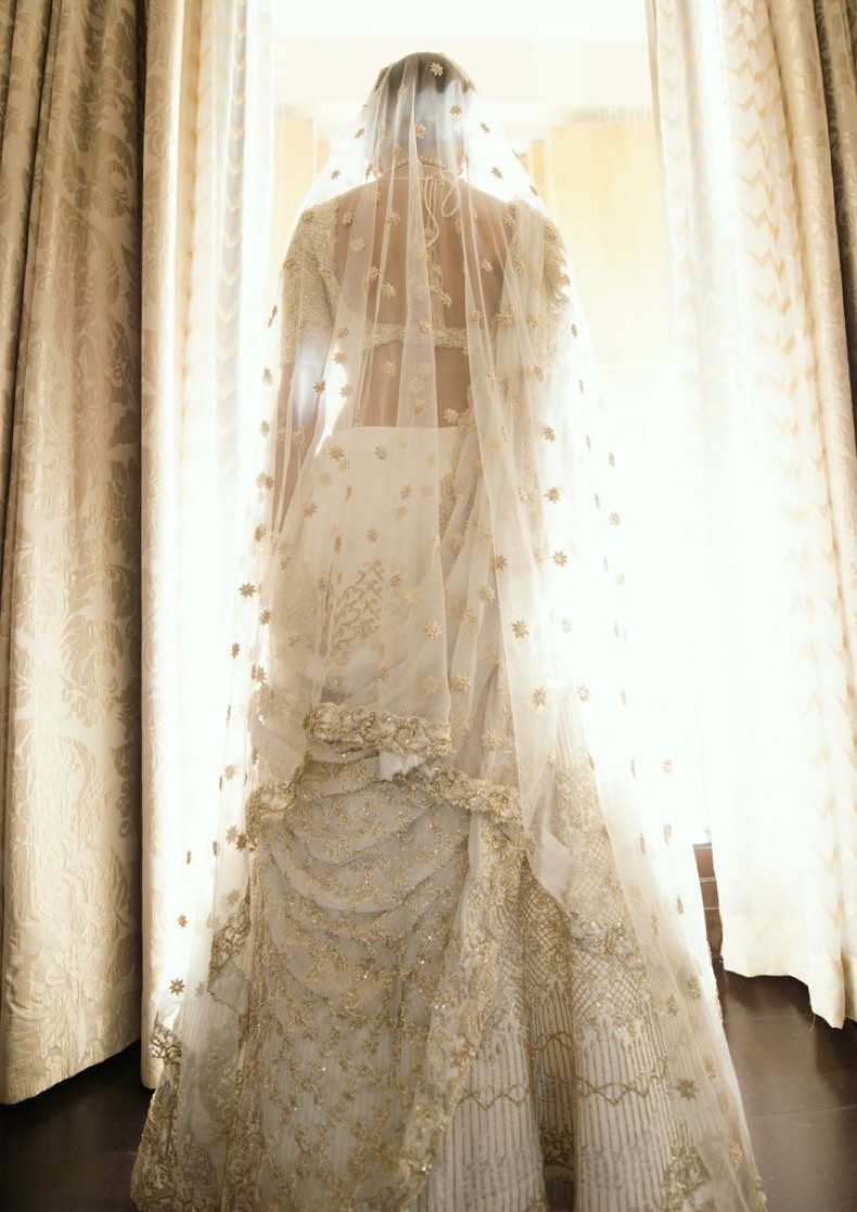 Bride-Embroidered-Love-Story-Wedding-Dress (1)