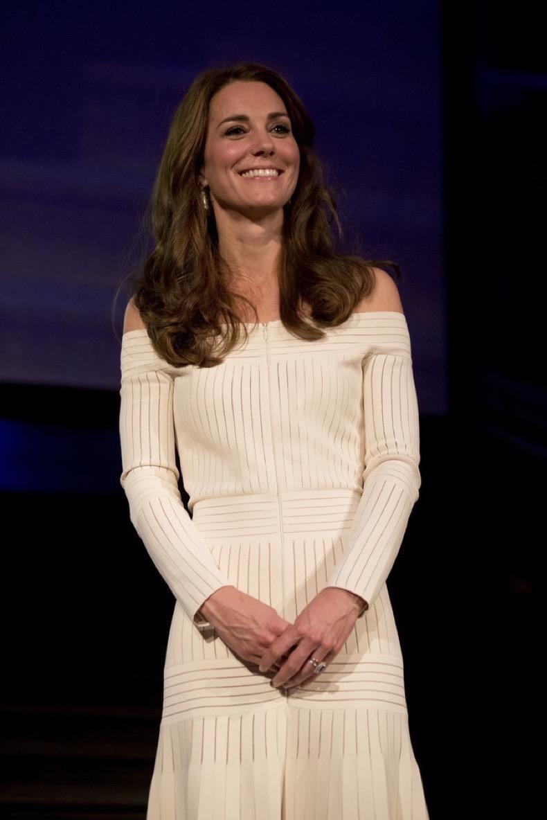 Kate-Middleton-Off--Shoulder-Dress-July-2016 (1)