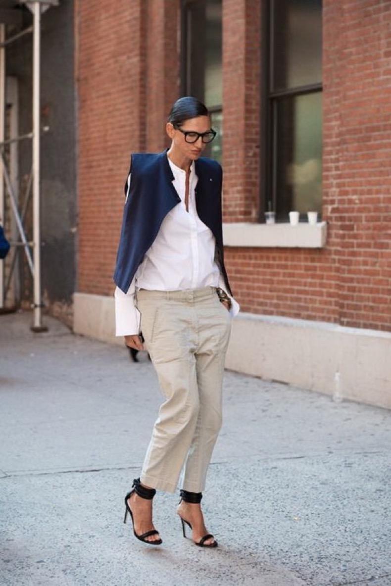 Khaki-Pants-Street-Style-For-Women-5