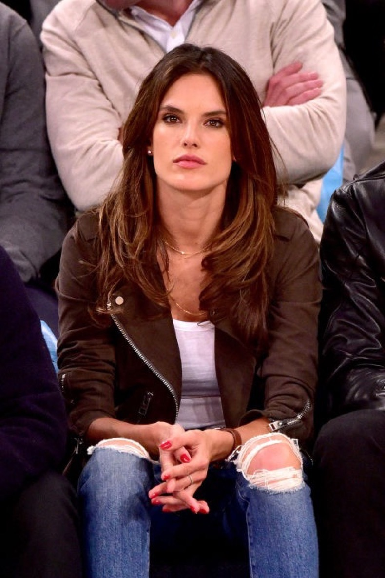 celebs-bored-at-games-467592796_master